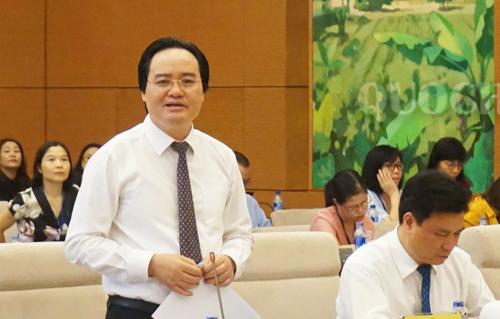Bộ trưởng Phùng Xuân Nhạ giải trình trong phiên chất vấn ngày 24/9. Ảnh: Văn phòng Quốc hội.